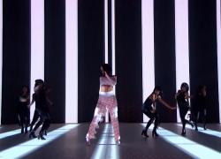 Rihanna – Work – Live at The BRIT Awards 2016 ft. Drake