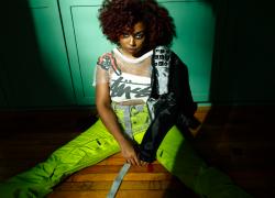 """Jade de LaFleur Delivers Moody Visual for """"Toxic"""""""