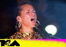 """Alicia Keys ft. Swae Lee Perform """"LaLa"""" & """"Empire State of Mind""""   2021 VMAs"""